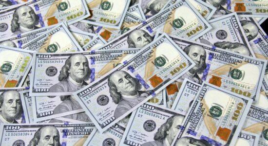 Presidente do Fed reconhece que recuperação dos EUA está desacelerando