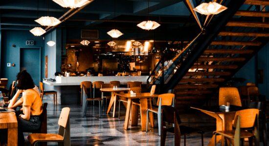 Donos de bares e restaurantes estimam demissões