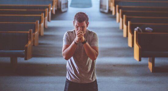 praying-2179326_1280