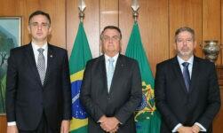 Presidente Jair Bolsonaro ao lado dos presidente do Senado, Rodrigo Pacheco, e da Câmara, Arthur Lira