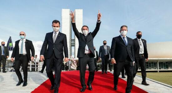 Presidente Jair Bolsonaro ao lado dos presidentes da Câmara, Arthur Lira, e do Senado, Rodrigo Pacheco