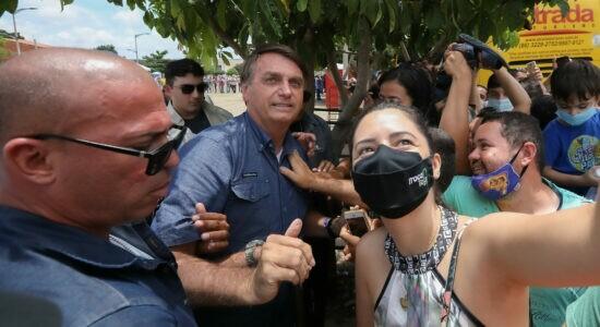 Em viagem ao Ceará, Bolsonaro é recebido com festa pelo povo
