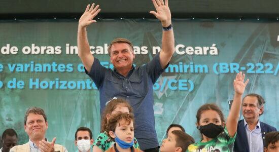 Bolsonaro diz que governador que fechar seu estado bancará auxílio emergencial