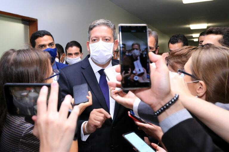 Arthur Lira concede entrevista após ser eleito