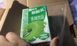 Mulher recebeu caixa de leite sabor maçã no lugar de um iPhone 12 Pro Max