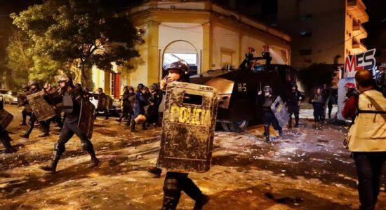 Paraguai tem noite de protestos contra lockdown