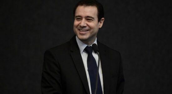 Ministro Nefi Cordeiro anuncia pedido de aposentadoria durante sessão do STJ