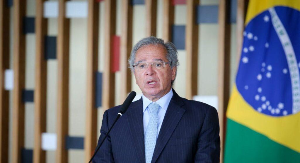 Ministro Paulo Guedes anuncia antecipação do 13° salário para aposentados