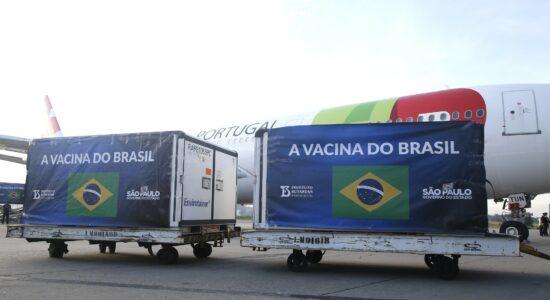Insumo para 14 milhões de doses da Coronavac chega a São Paulo