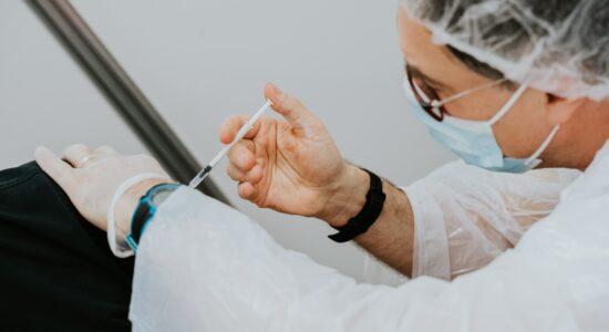 Na Alemanha, nove vacinados com imunizante da AstraZeneca morreram com trombose