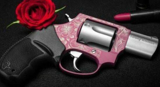 Revólver rosa foi desenvolvido pela Taurus para mulheres