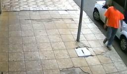 Homem com Covid é flagrado passando a mão em maçaneta de carro