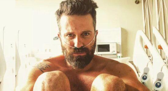 Cantor tem alta de hospital após pegar Covid e desabafa: Só Deus sabe o que passei
