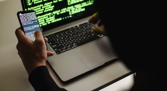 Senado aprova projeto de lei que criminaliza o stalking