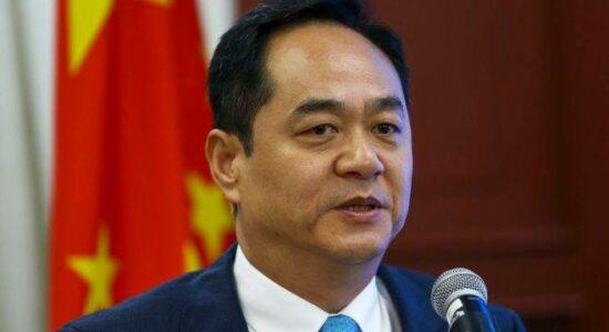 Embaixador chinês Yang Wanming
