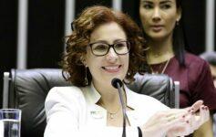 Deputada Carla Zambelli criticou o passaporte sanitário