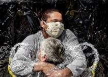 Covid-19: Foto de abraço registrado no Brasil vence prêmio