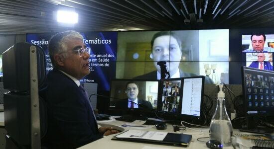 Senador Eduardo Girão (Podemos-CE) preside sessão
