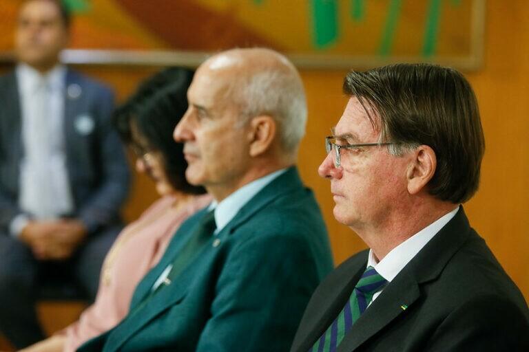 Pastores se unem no Planalto e oram pelo presidente Bolsonaro