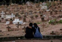 Pandemia no Brasil é inferno furioso de surto, diz epidemiologista da OMS