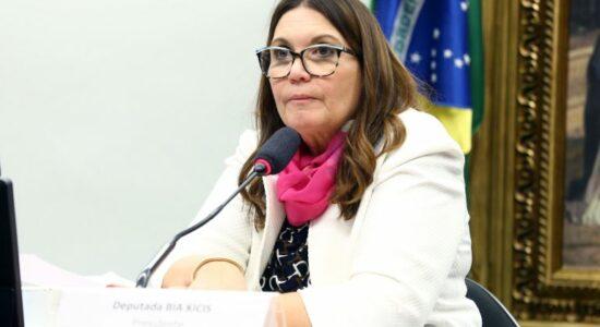 Bia Kicis defendeu abertura de diálogo sobre a reforma administrativa na CCJ