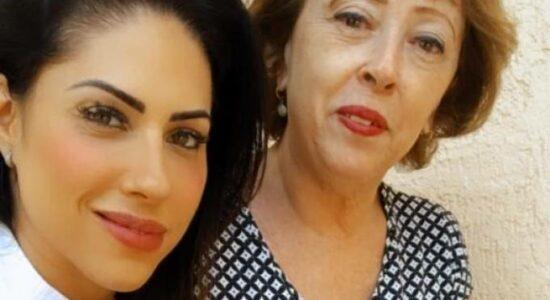 Monique Medeiros ao lado da mãe, Rosângela