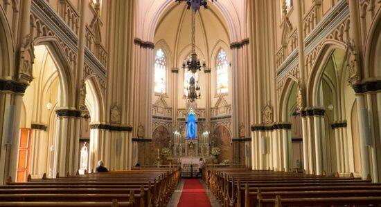 Vereadores de BH aprovam igrejas como serviço essencial