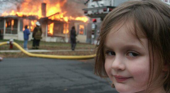 Meme de garota em frente a um incêndio é vendido por US$ 473 mil