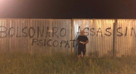 professor-pichacao-bolsonaro-800x576