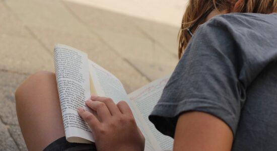 Mais de 393 milhões de crianças chegam aos 10 anos de idade sem saber ler
