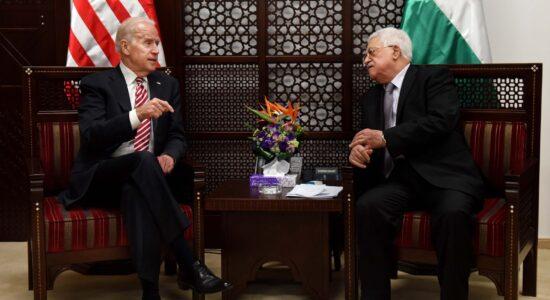 Presidente Joe Biden e o líder palestino Mahmoud Abbas