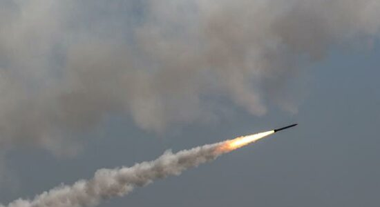 Síria dispara foguetes na direção do território israelense