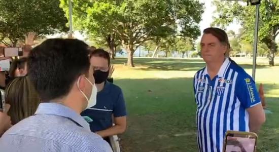 Bolsonaro recebeu visita de apoiadores neste sábado