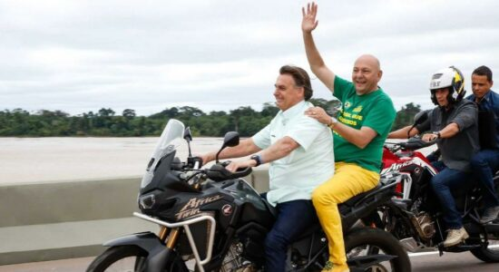 Presidente Jair Bolsonaro deu uma carona de moto ao empresário Luciano Hang