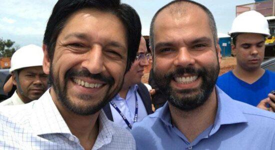 Ricardo Nunes ao lado do prefeito de São Paulo, Bruno Covas