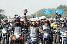 Presidente Jair Bolsonaro em motociata em SP