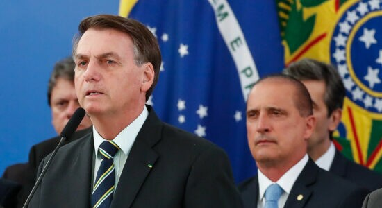 Bolsonaro deve iniciar desincompatibilização de ministros no início do próximo ano