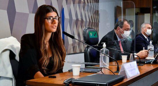 Mia Khalifa publicou imagem em que aparece na CPI da Covid