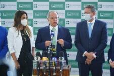 Ministro Paulo Guedes entregou projeto que altera IRPF