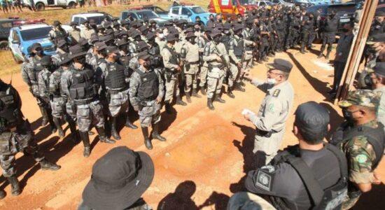 Policiais que atuam na operação para prender Lázaro Barbosa prenderem falso agente da PF