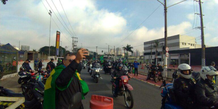 Milhares de motociclistas e pedestres estiveram na motociata em SP, neste sábado