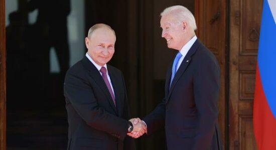 Presidentes Vladimir Putin e Joe Biden