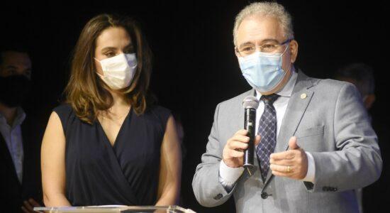 Infectologista Luana Araújo e o ministro da Saúde Marcelo Queiroga