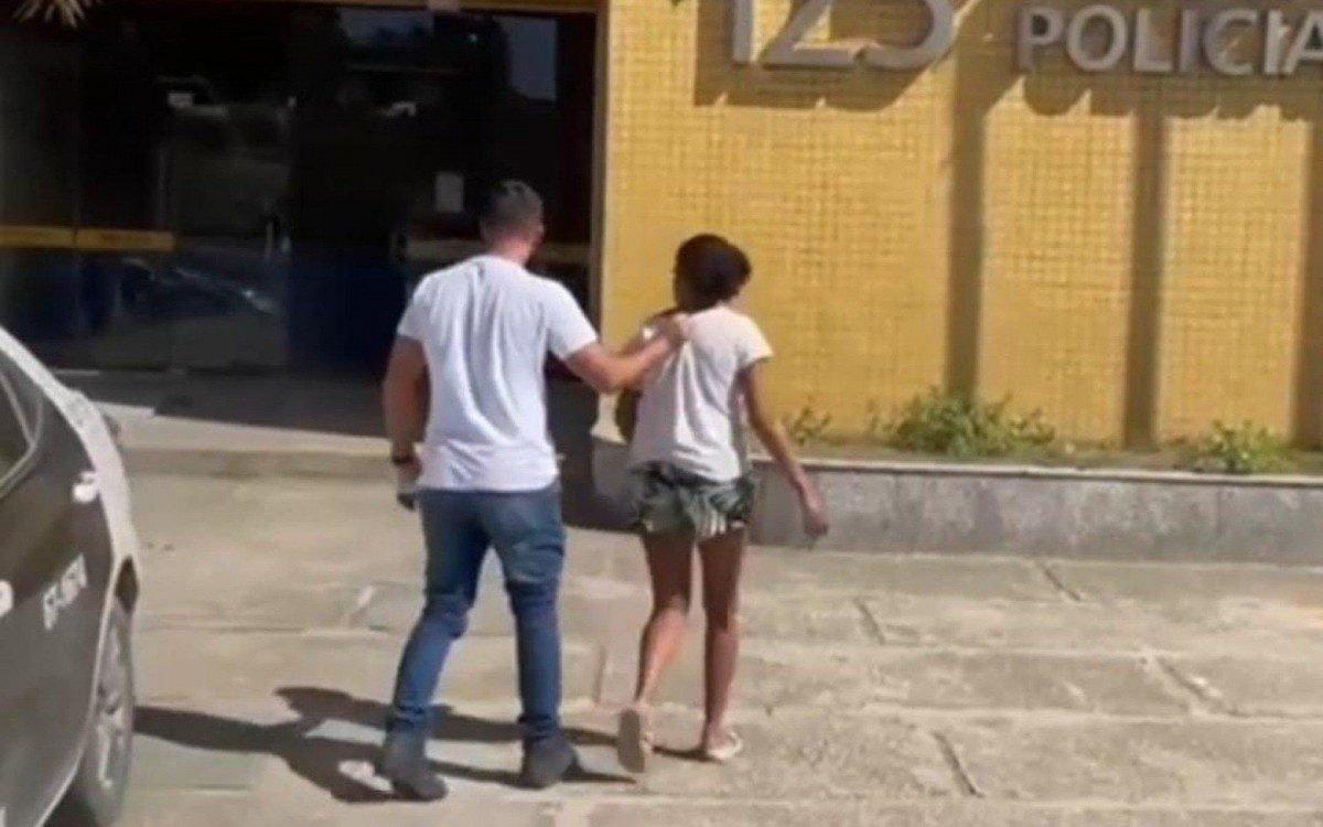 Mulher é presa em São Pedro da Aldeia suspeita de vender a filha por R$ 200