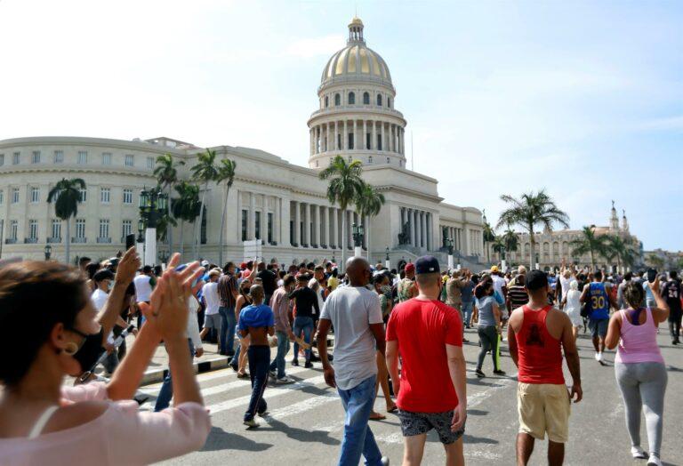 Protestos contra o governo comunista marcaram o fim de semana em Cuba