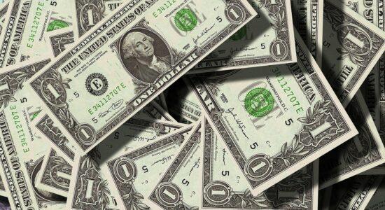 Aprender finanças com livros e cursos ou com os erros