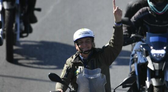 Presidente Jair Bolsonaro durante motociata de Dia dos Pais em Brasília