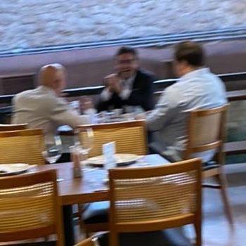 Rodrigo Maia, Alexandre de Moraes e Rodrigo Garcia são vistos em restaurante