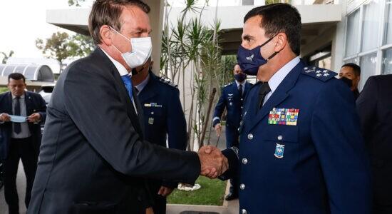 Presidente Jair Bolsonaro e o comandante da Aeronáutica, tenente-brigadeiro do ar Carlos de Almeida Baptista Junior
