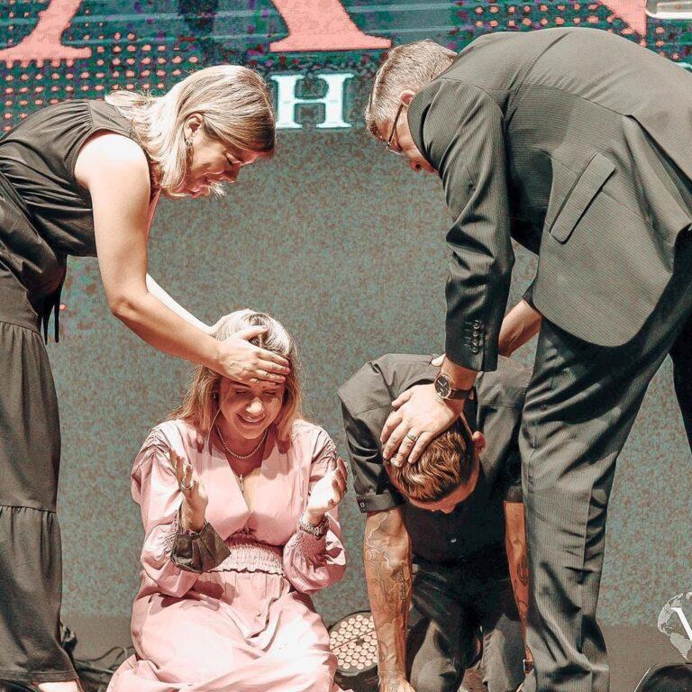 Roberto Firmino e sua esposa, Larissa Pereira, são consagrados evangelistas